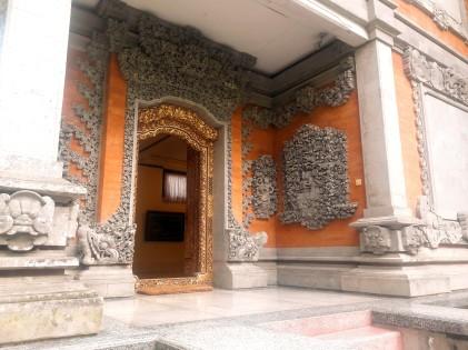 Intrarea in muzeul de arta traditionala