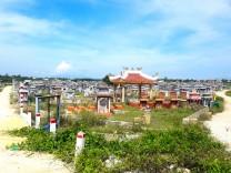 Deși buddhiști, vietnamezii își îngroapă morții